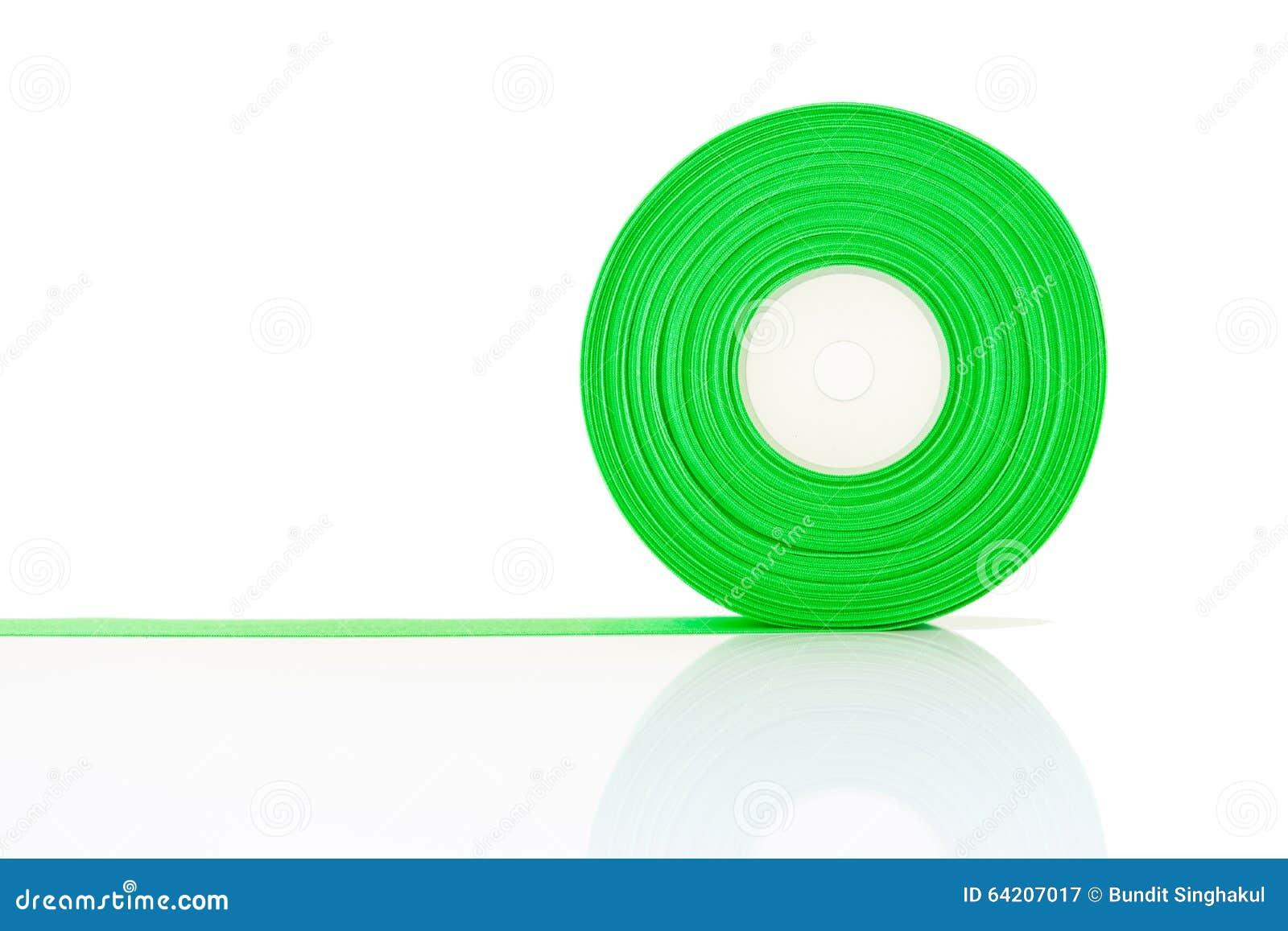 Rollo verde de la cinta aislado