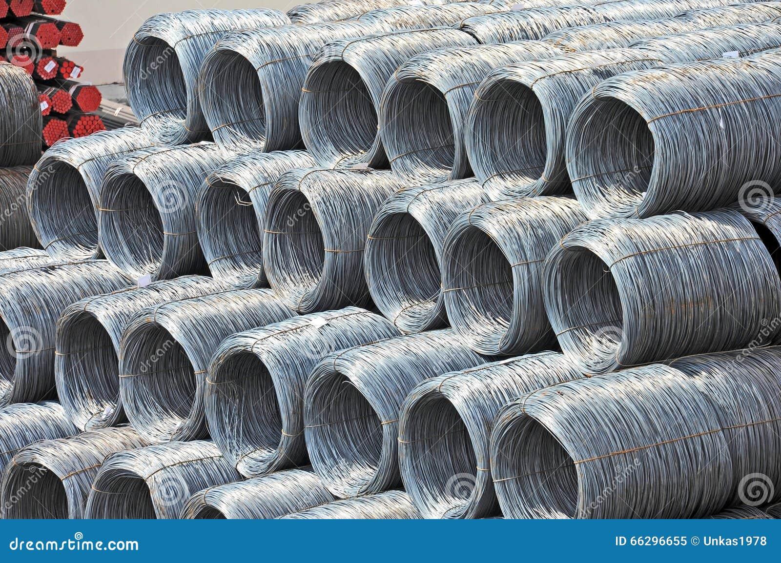 Rollo y tubo del alambre de acero foto de archivo imagen - Alambre de acero ...