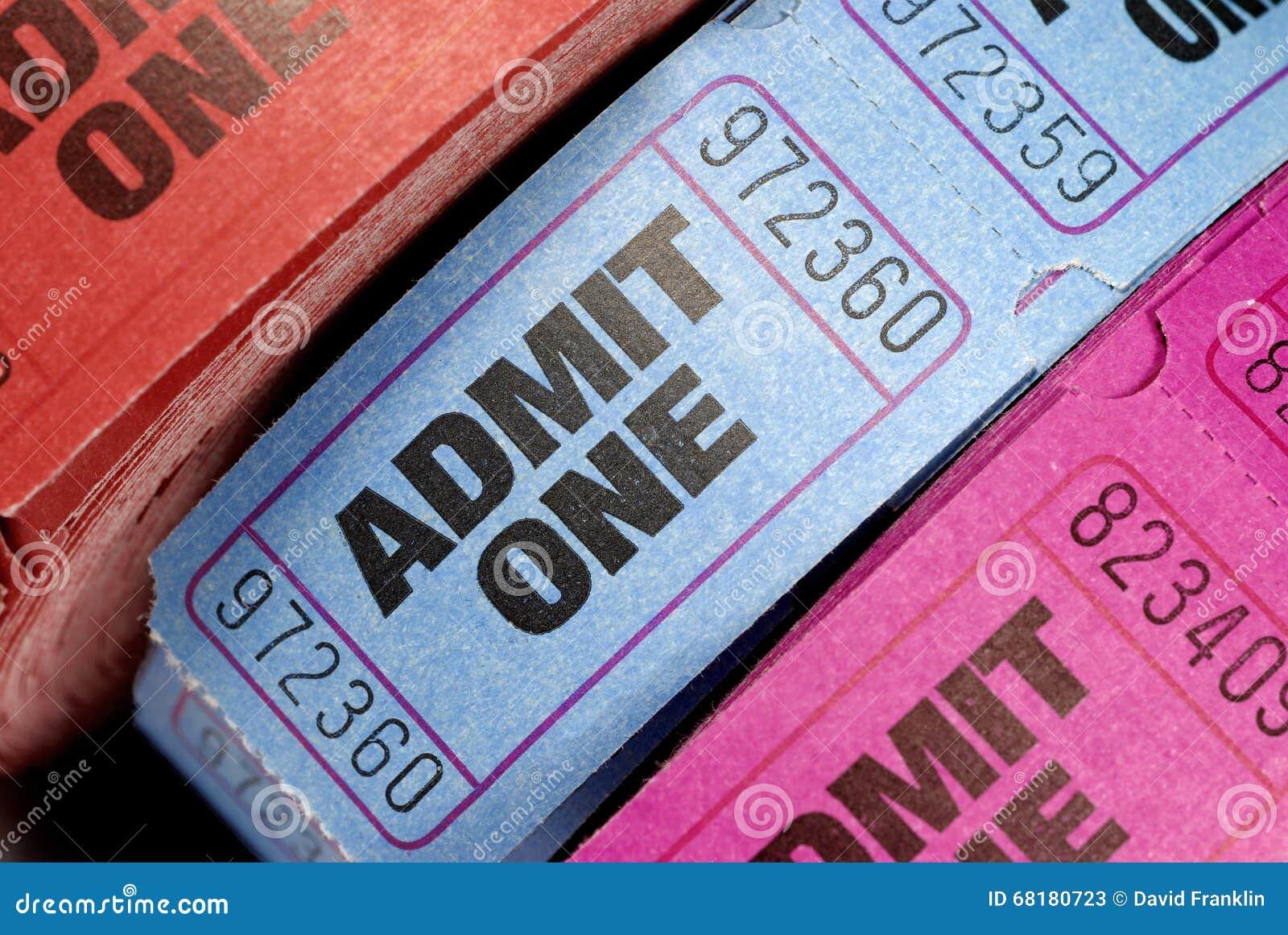 Rolls впускают один кино или крупный план билетов кино