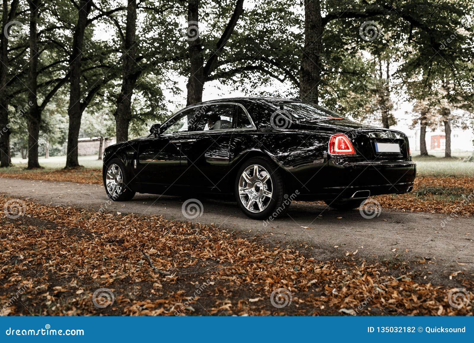 Rolls Royce на дороге