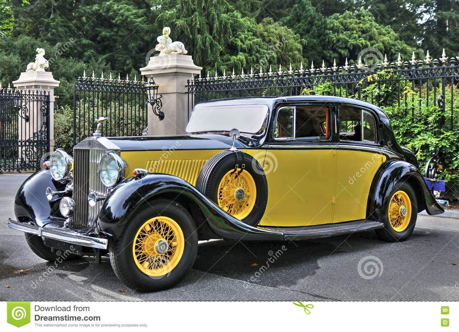 1934 rolls royce phantom ii in yellow editorial photography image 75640047. Black Bedroom Furniture Sets. Home Design Ideas