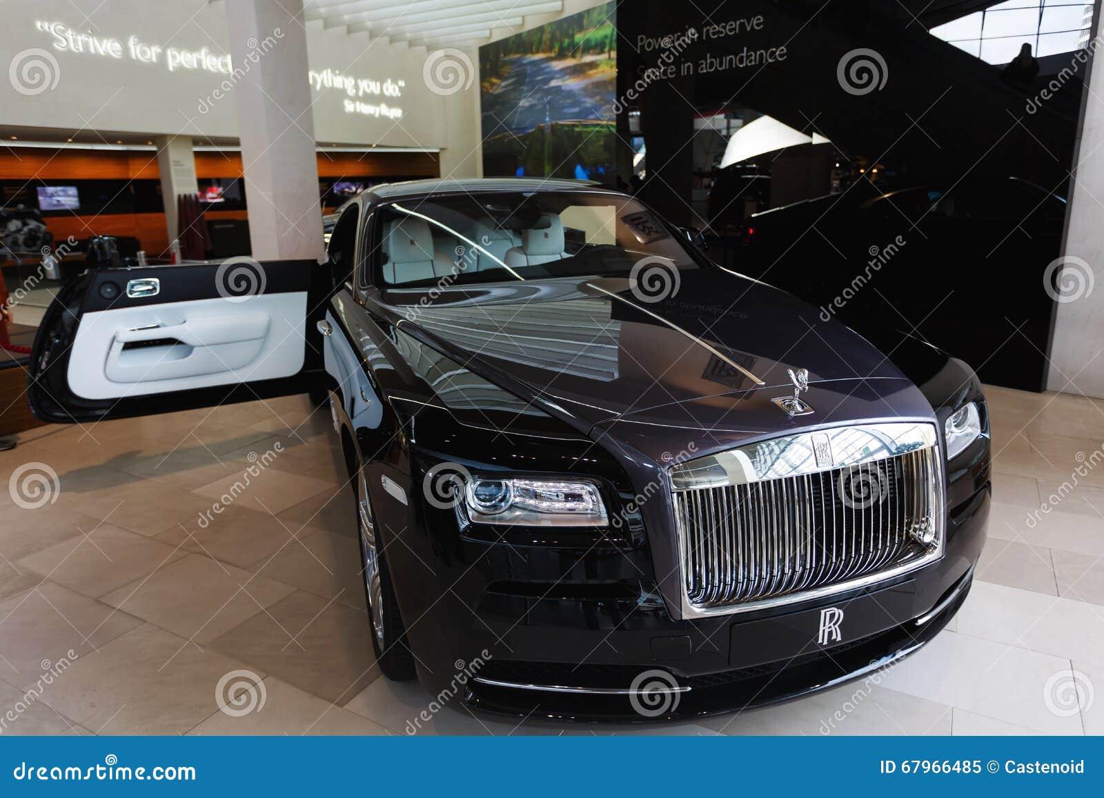 Rolls Royce preto na exposição