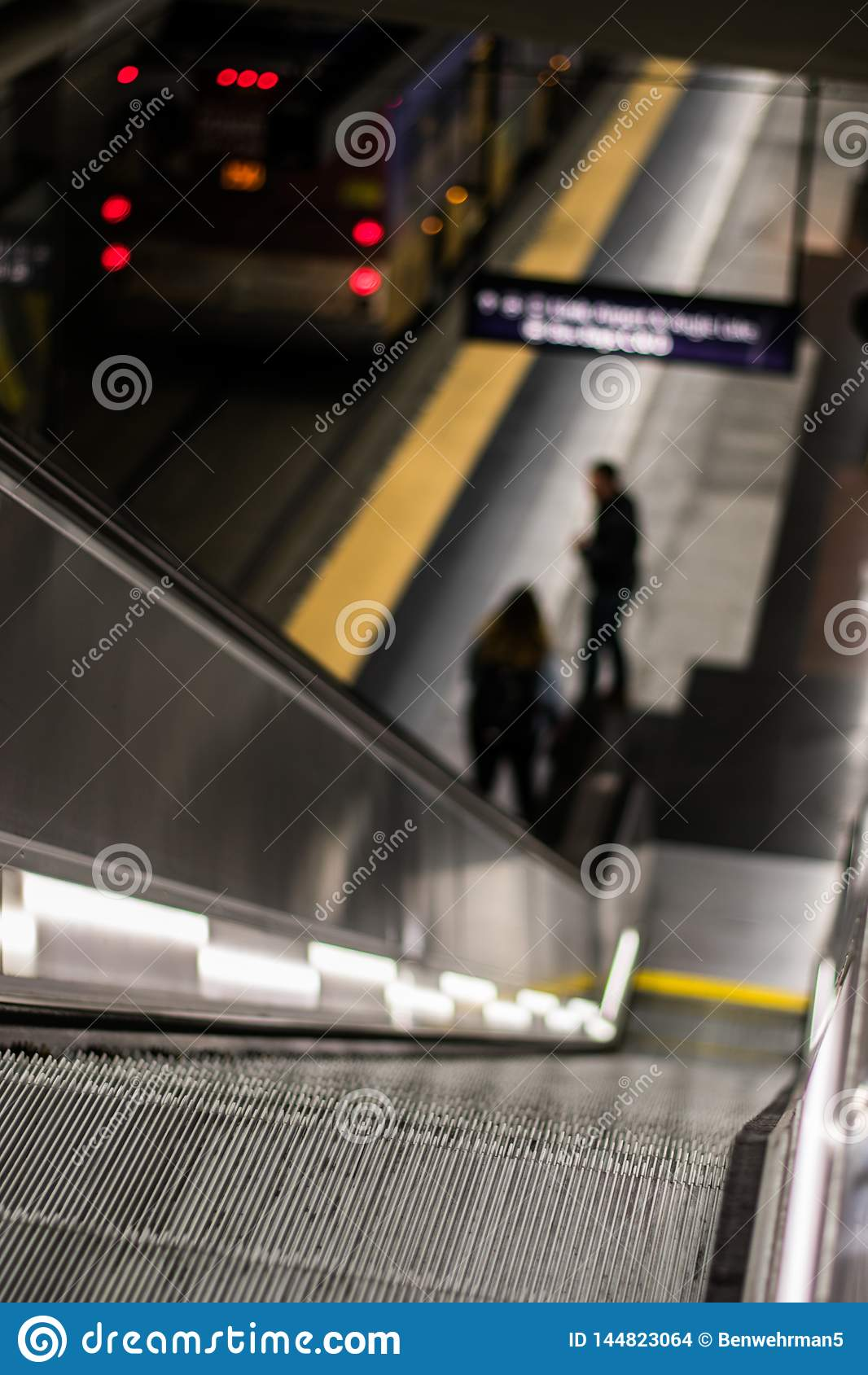 Rolltreppe zum Untertagebusbahnhof