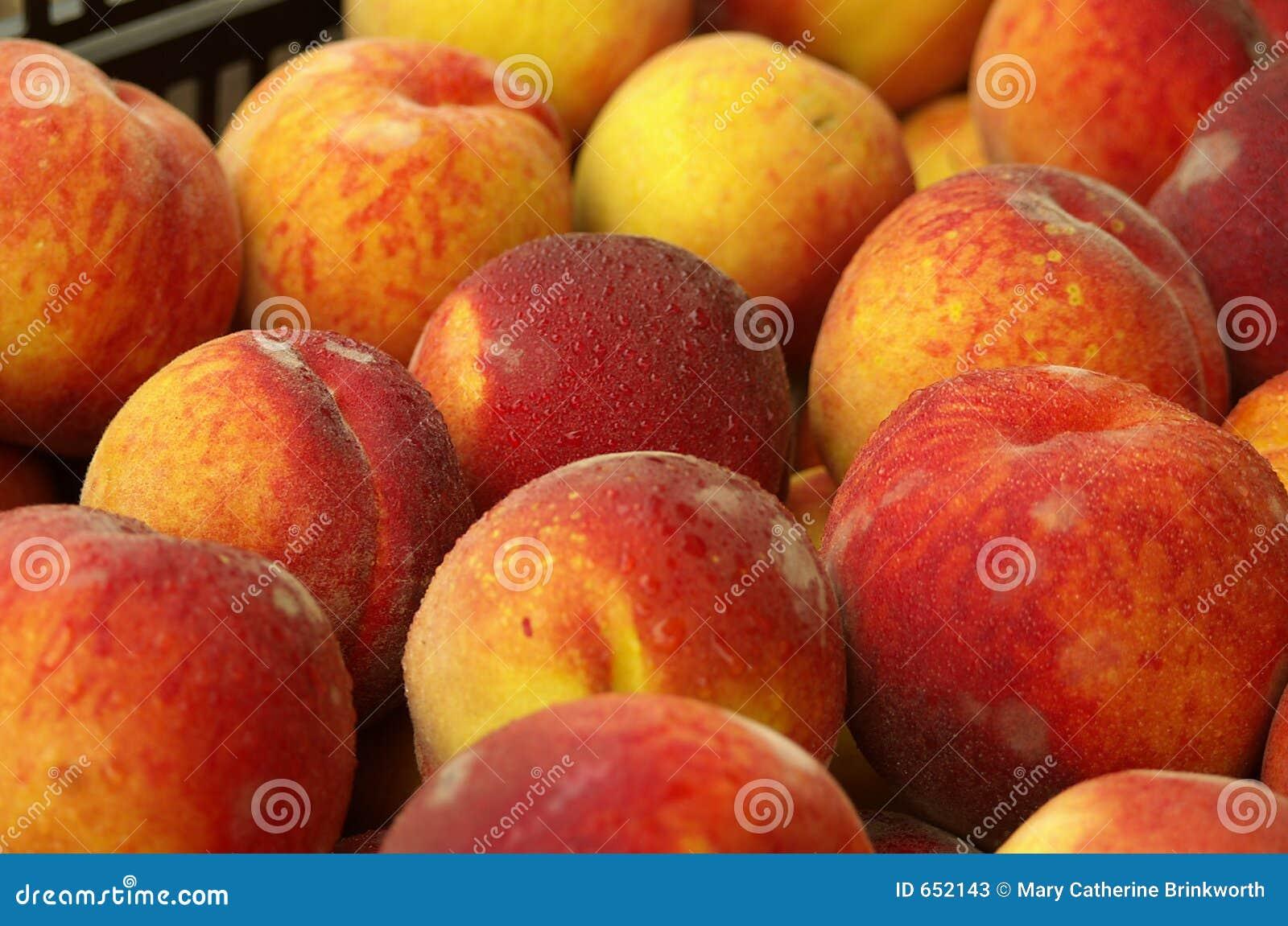 Rolnicy wprowadzany na rynek brzoskwiń