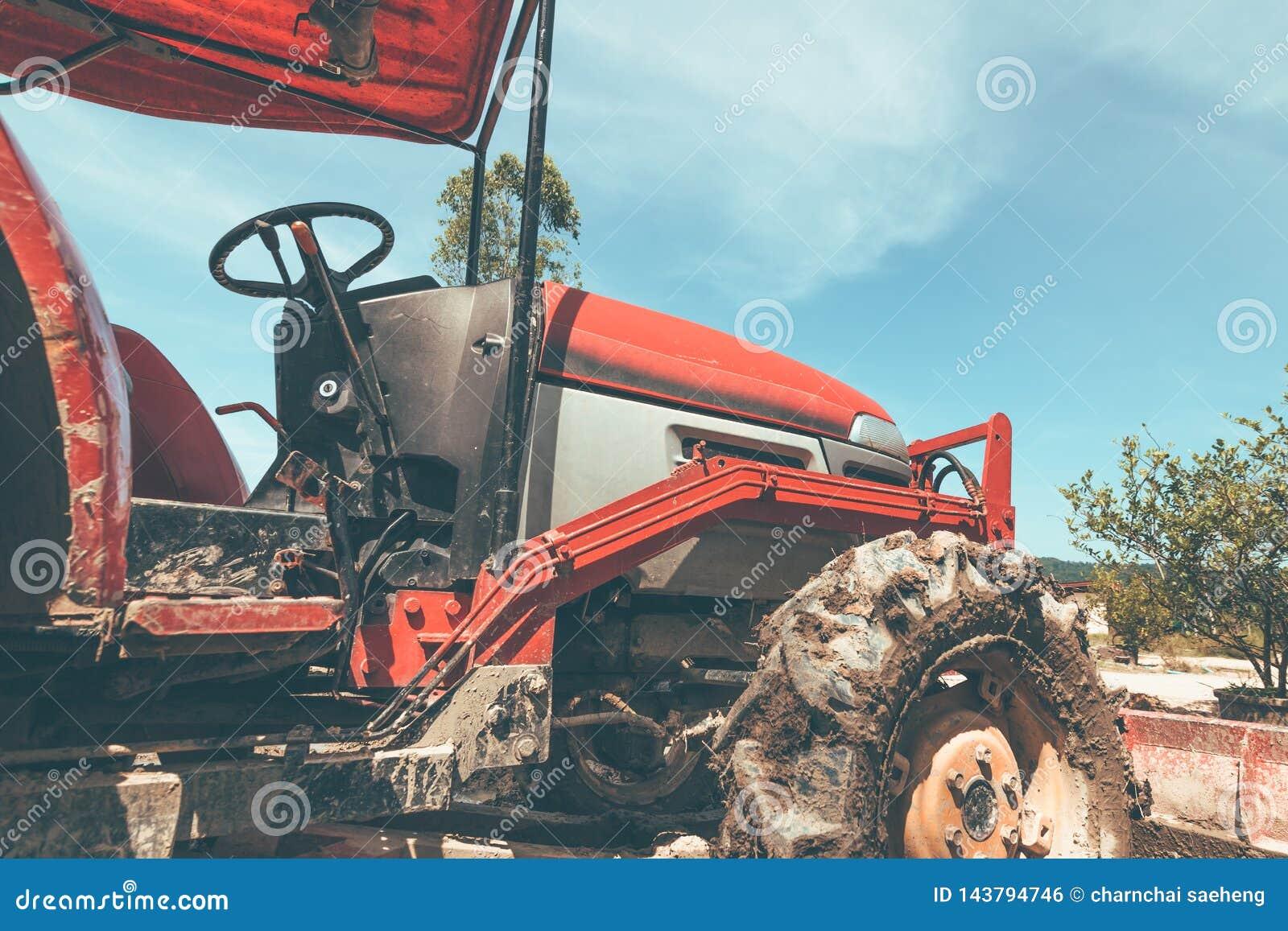 Rolnicza maszyneria Elementy i części technologia Zbliżenie ciągnik