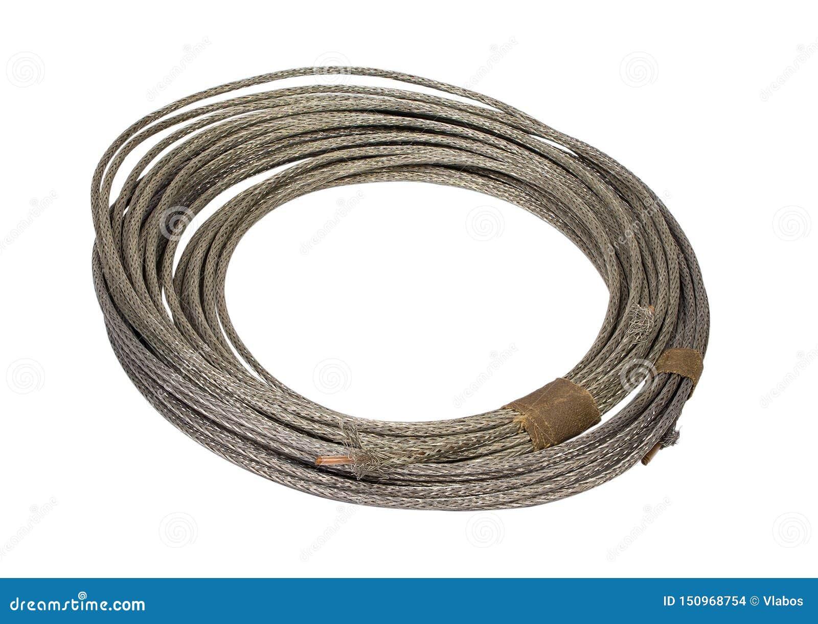 Rolo do fio elétrico na trança do metal