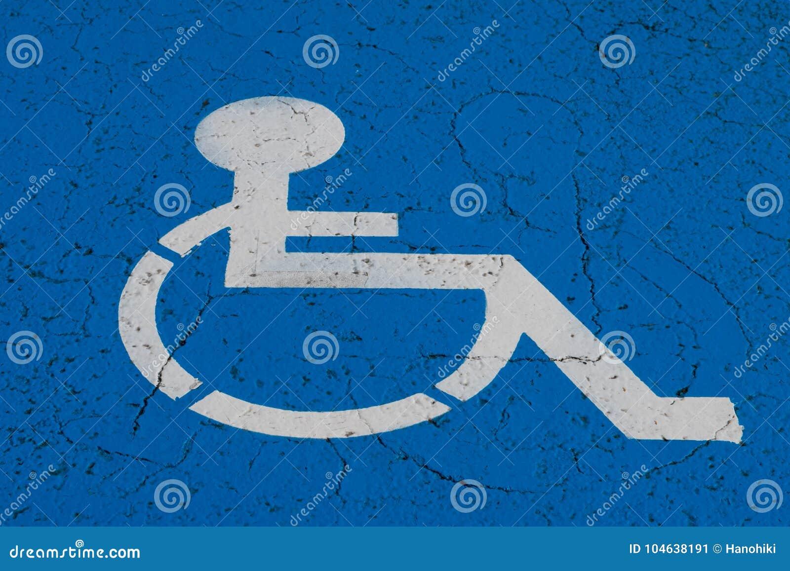 Download Rolstoelsymbool Op De Vlek Van Het Handicapparkeren Stock Afbeelding - Afbeelding bestaande uit bestrating, gereserveerd: 104638191