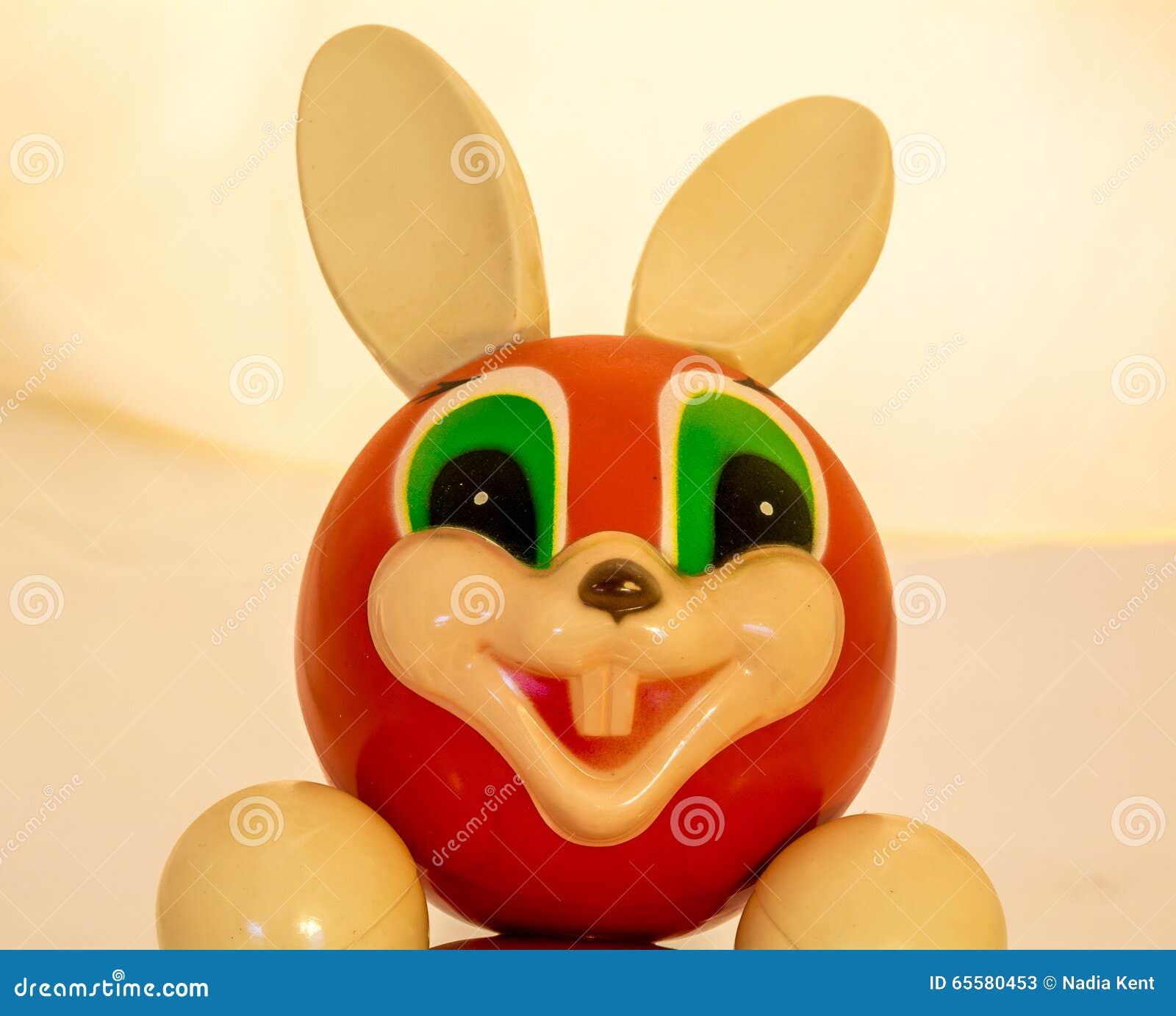 Roly Poly Bunny que sorri como o companheiro feliz