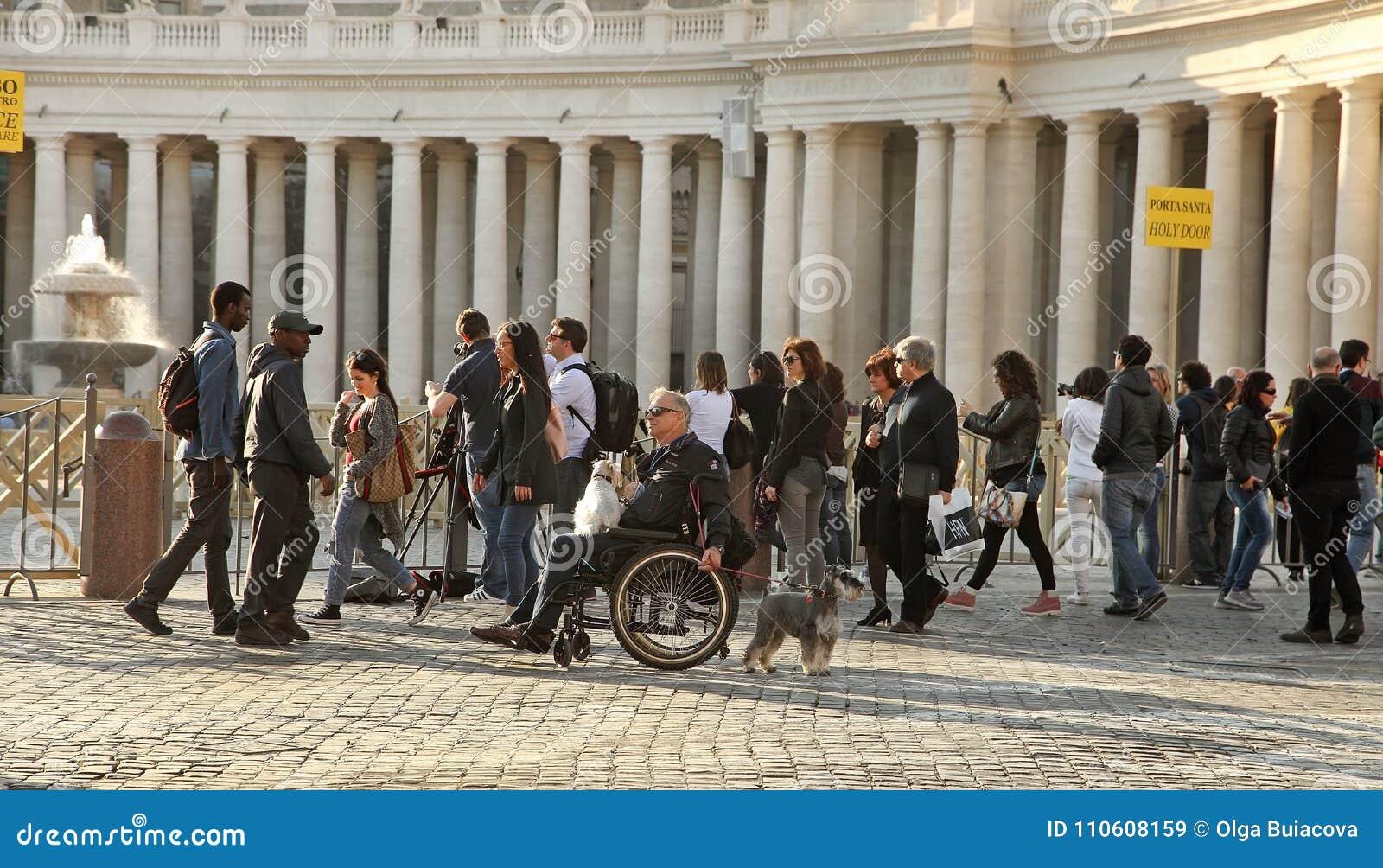 ROM, ITALIEN, AM 7. APRIL 2016: Zwei Motorradfahrer - ein Italiener in h