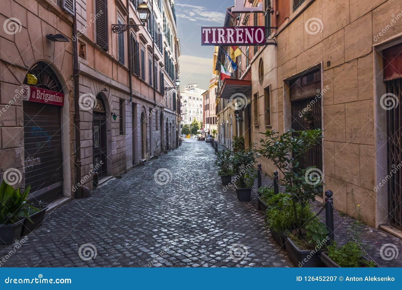 Rom/Italien - 26. August 2018: Italiener Street Via di S Martino Ai Monti, Tirreno-Hotel-Fassade