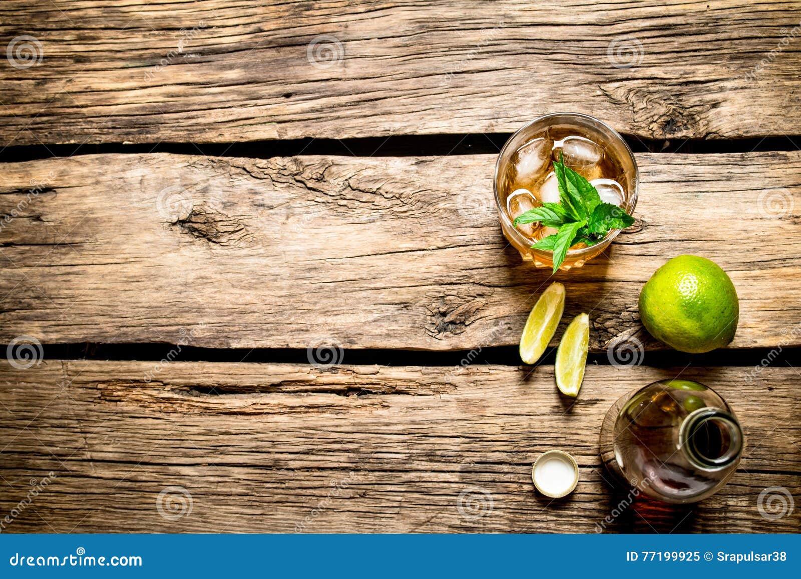 Rom med mintkaramellen och limefrukt