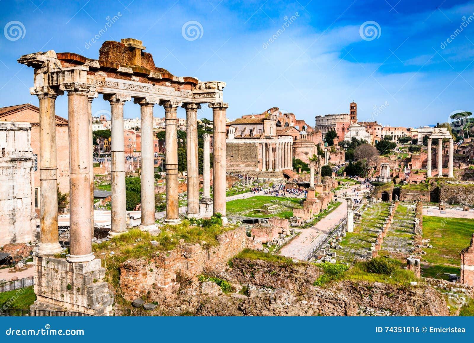 Roma, Itália - ruínas do fórum imperial