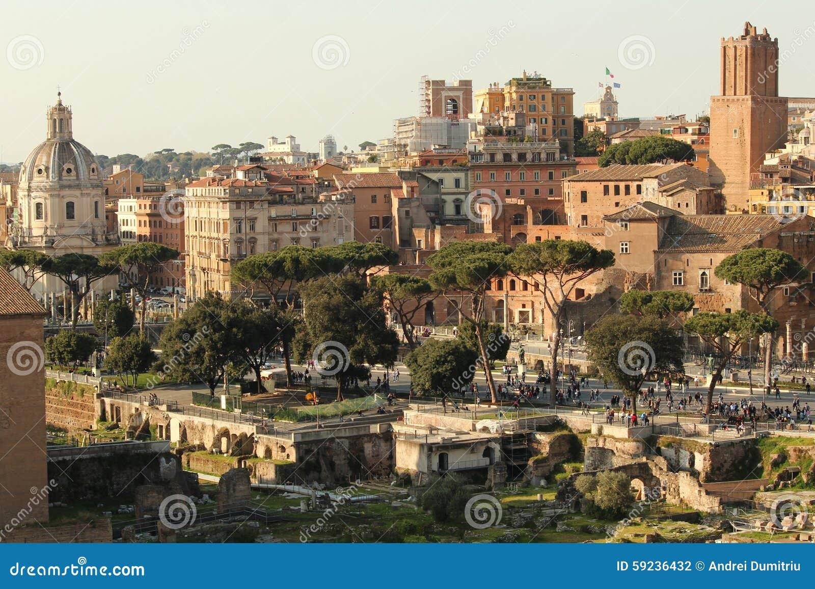 Roma vieja en la puesta del sol