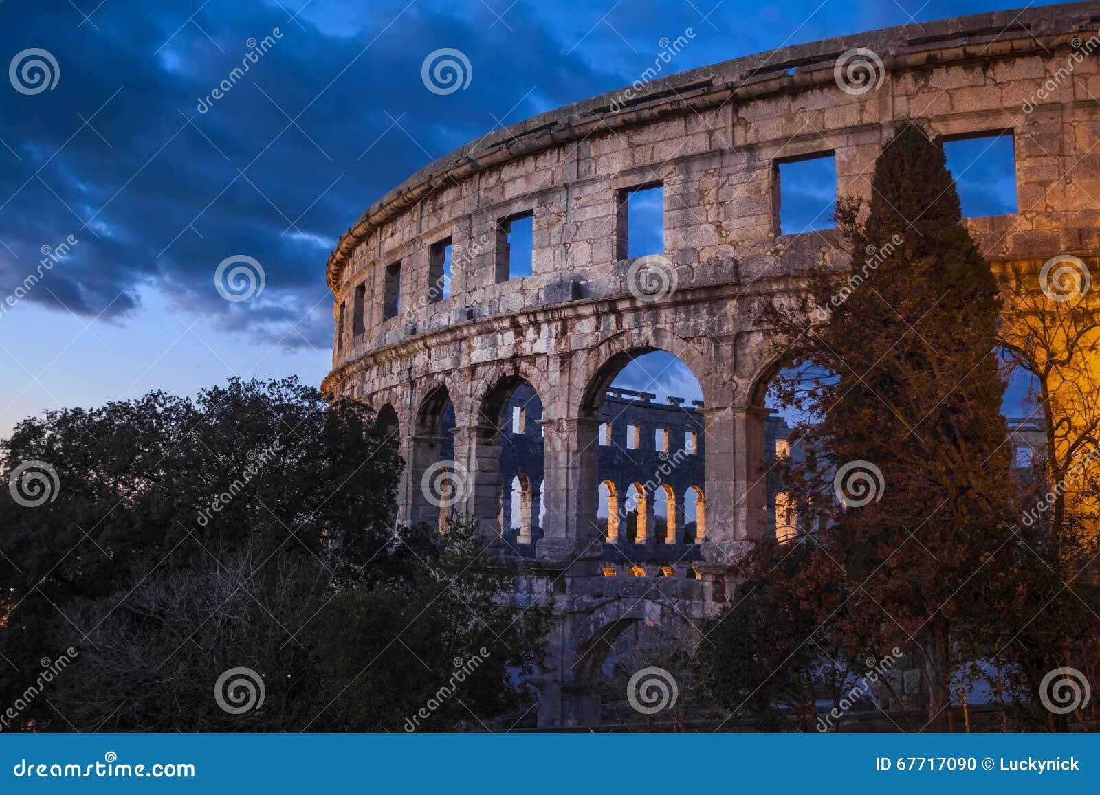 Roman Amphitheater av Pula, Kroatien
