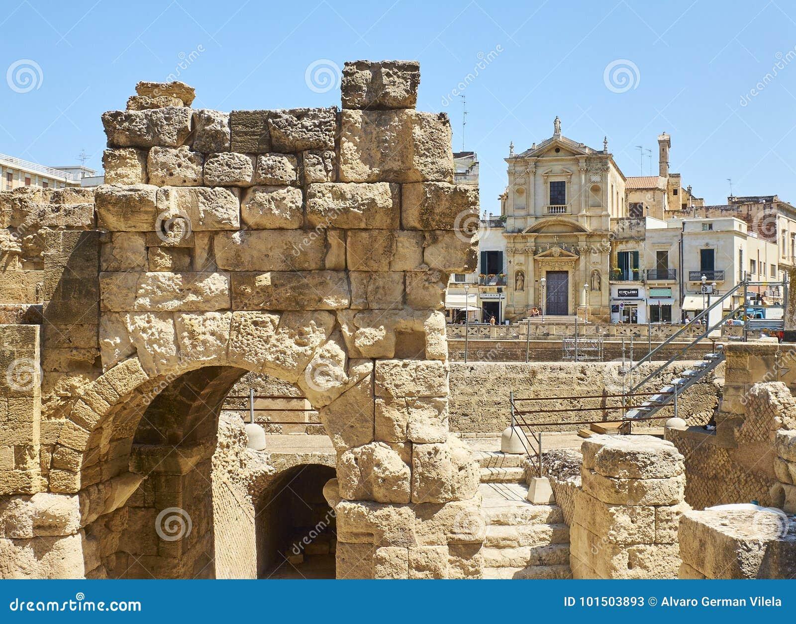Roman Amphitheatre no quadrado de Santo Oronzo da praça Lecce, Itália