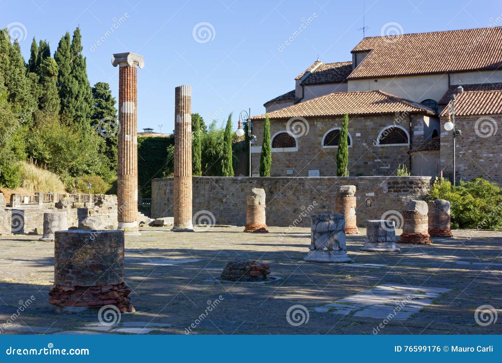 Roman Forum Remains auf Hügel Sans Giusto in Triest