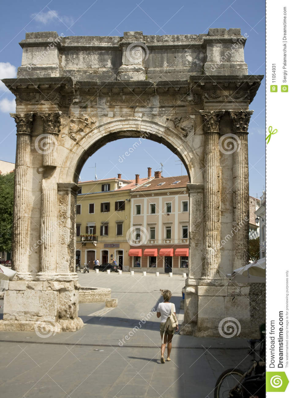 roman triumphal arches In rome, triumphal arches usually straddled the (relatively fixed) route of the  triumphal procession^ constantine's arch, built between 312 and 315 to  celebrate.