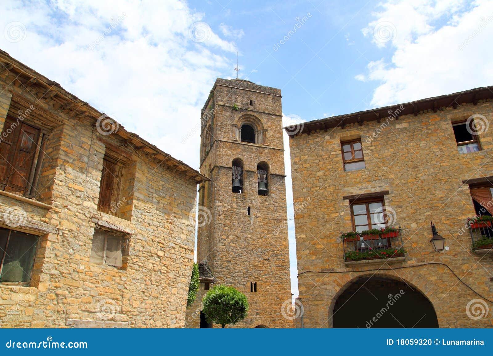 Romanesquespain för ainsa kyrklig medeltida by