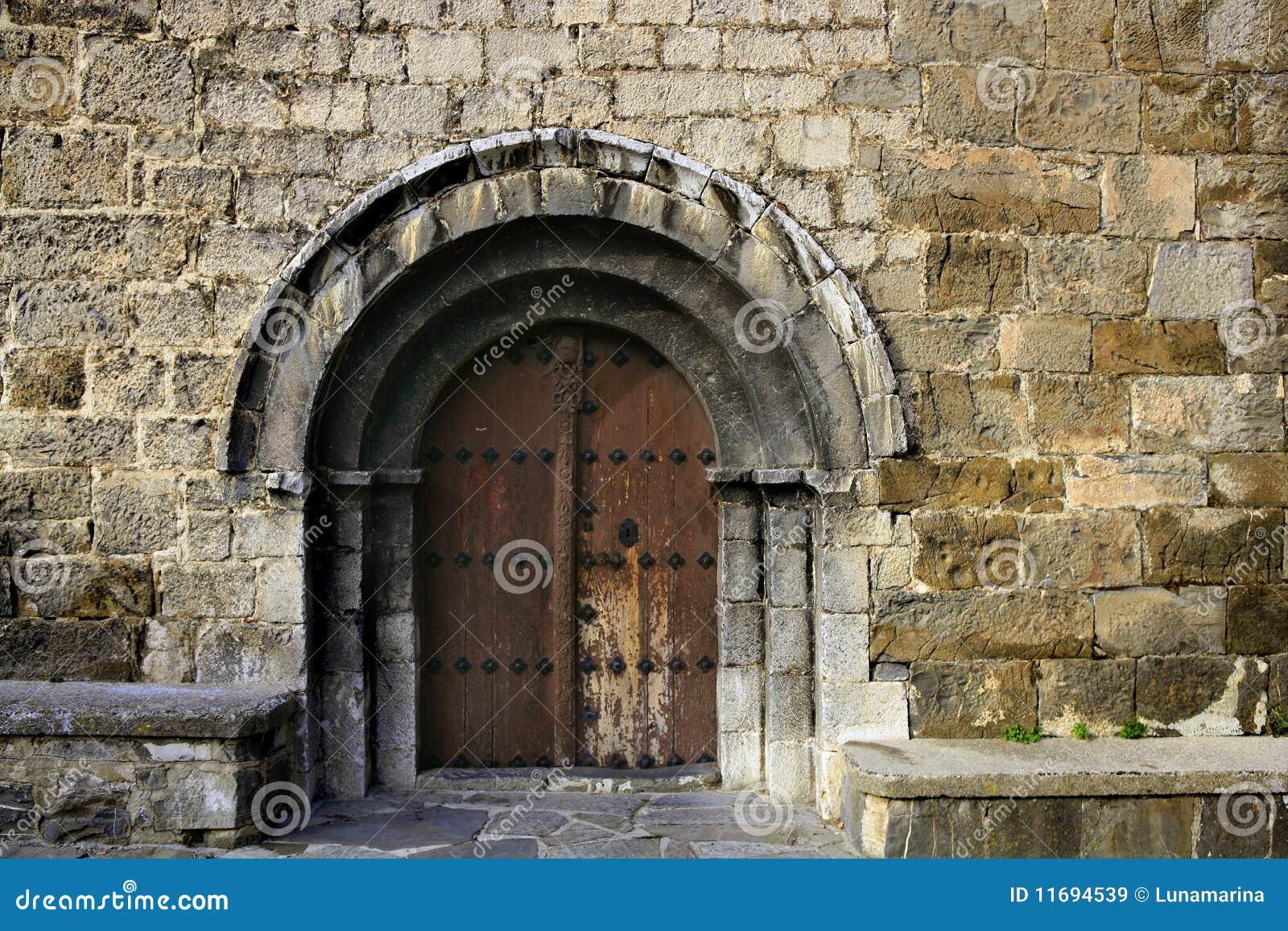 Romanic Architektur des alten Steinbogens