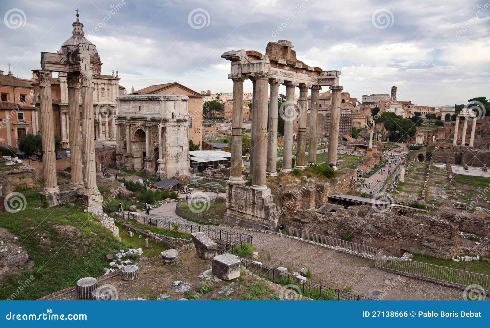 Romano De Foro De Carte Postale - Roma - Italie Photo stock - Image du rome, touristique: 27138666