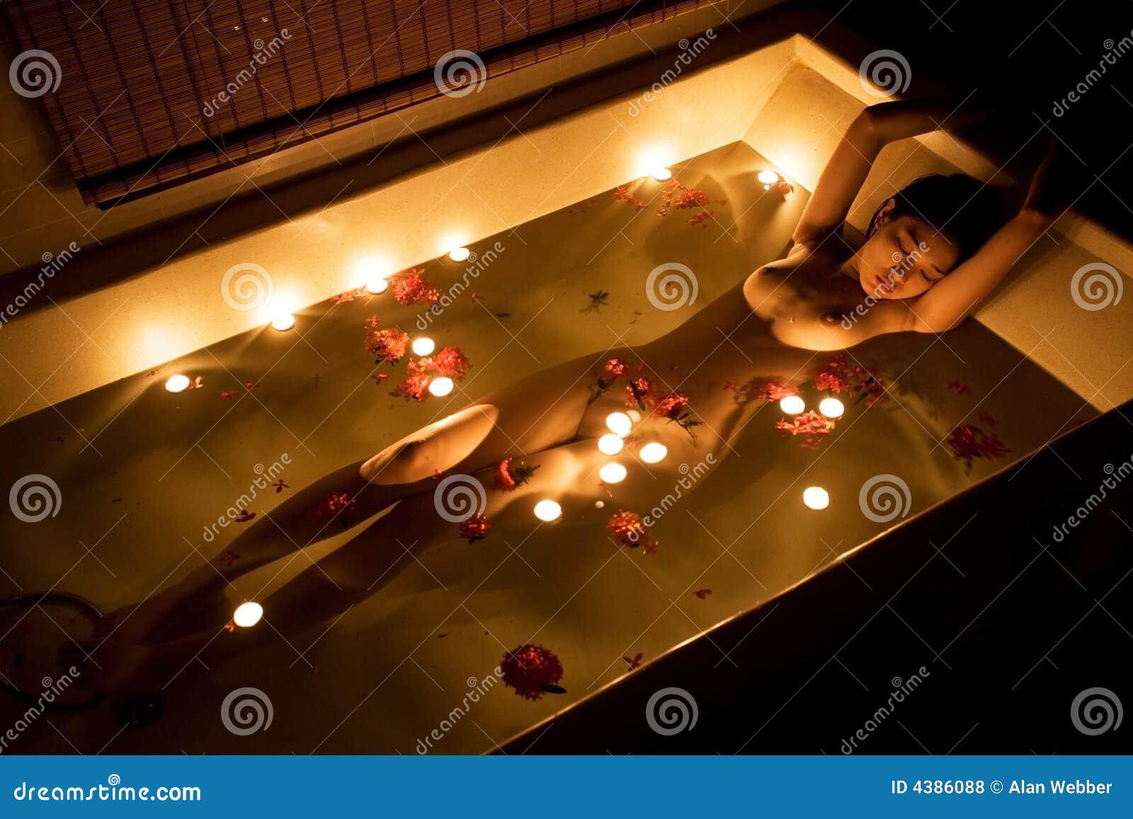 Романтик в ванной видео Вам