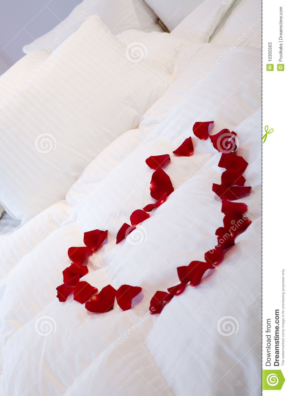 Romantic Bed With Heart Of Roses Stock Image Image 10305563