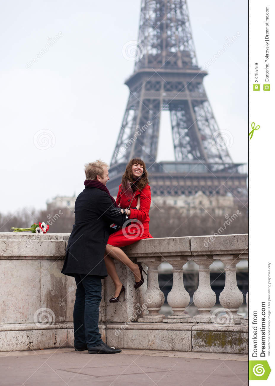 romantic couple in paris near the eiffel tower stock image image of city girlfriend 23795759. Black Bedroom Furniture Sets. Home Design Ideas