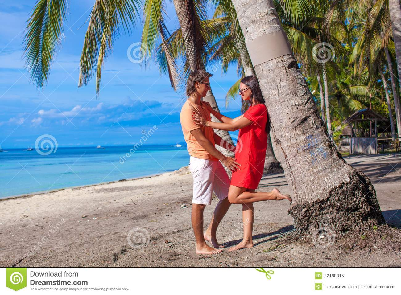 Romantic Pictures Of Tropical Beaches: Romantic Couple At Tropical Beach Near Palm Tree Royalty
