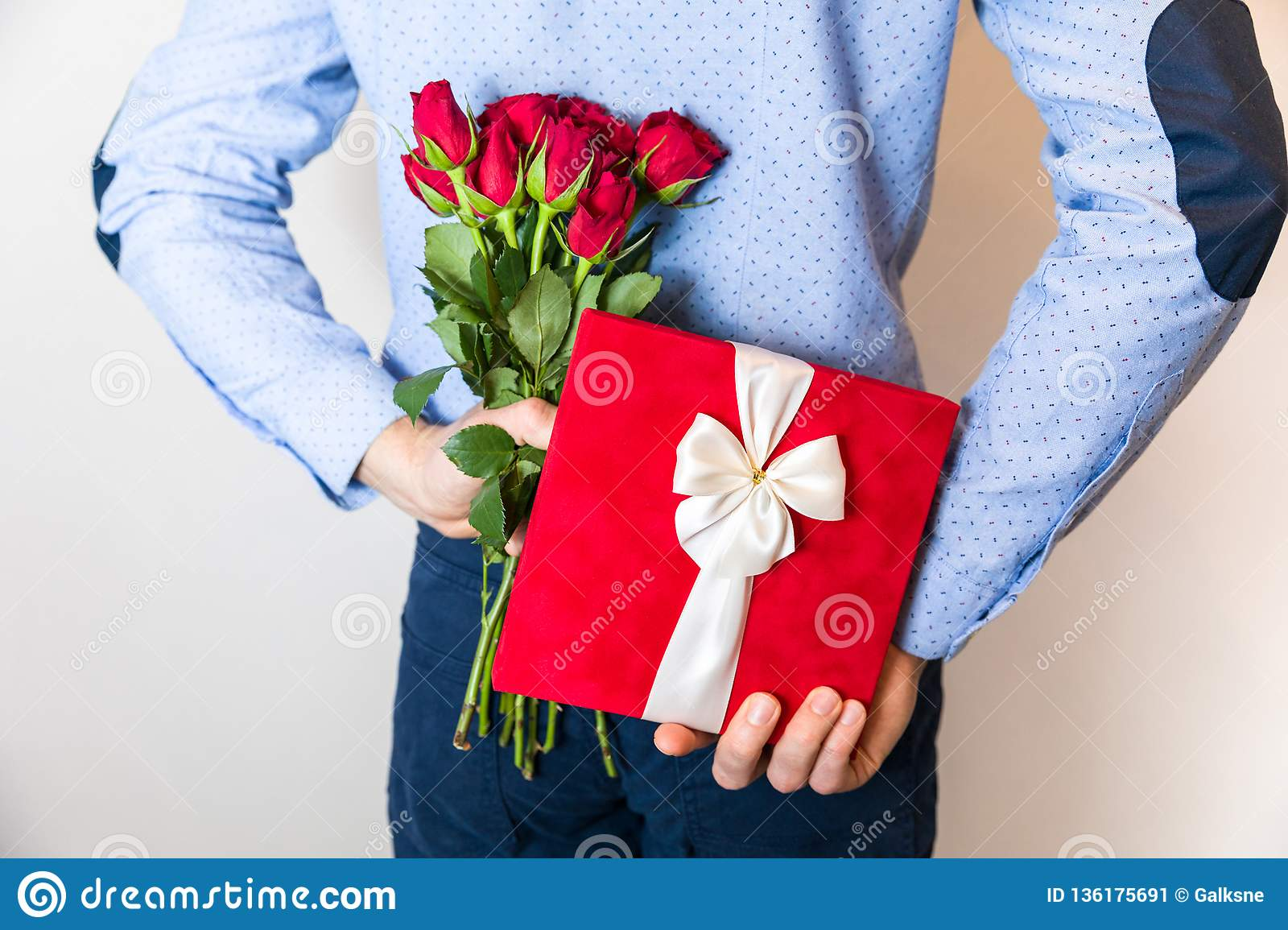 Cute first date gifts for him