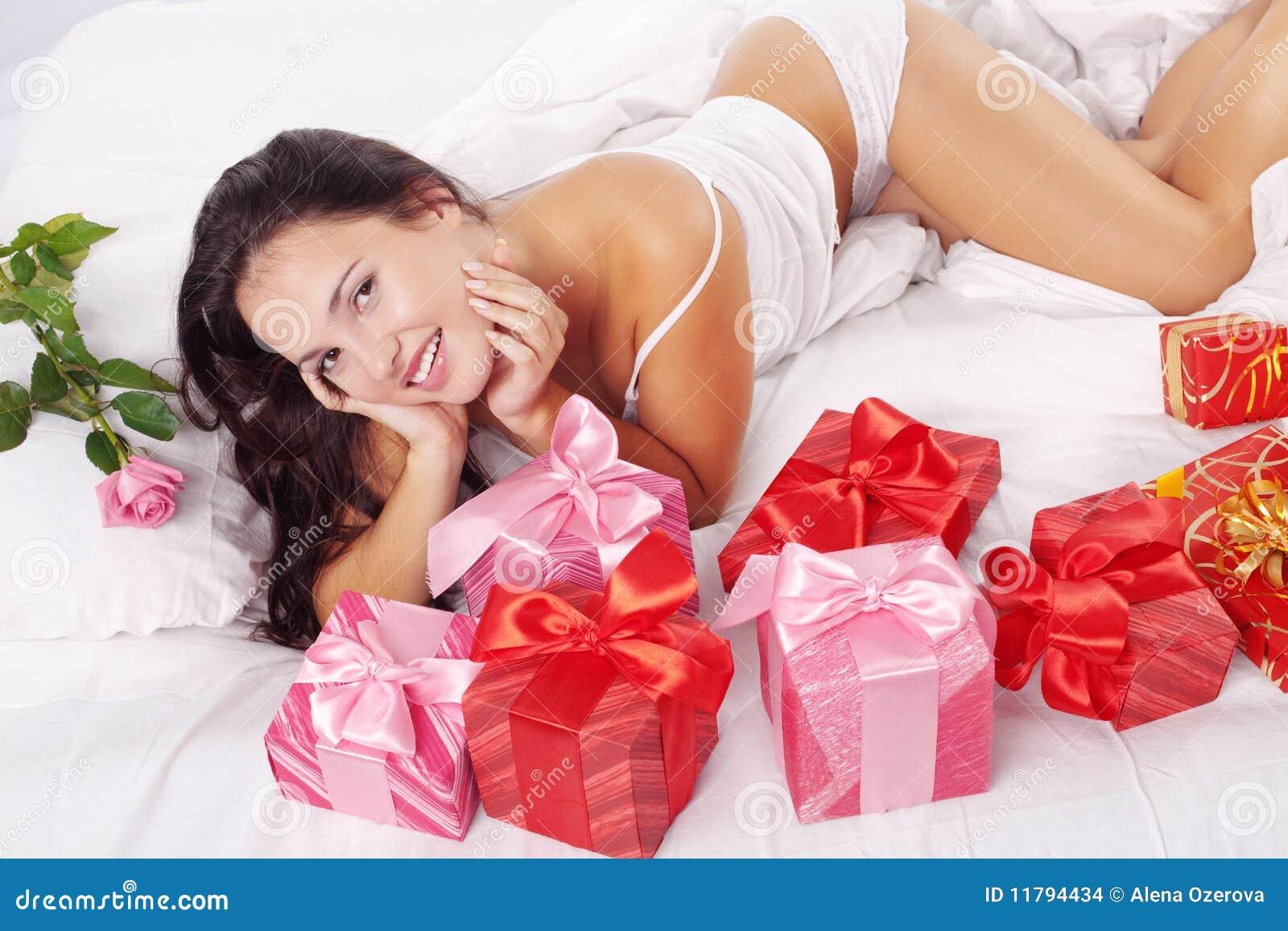 eroticheskiy-podarok-lyubimoy