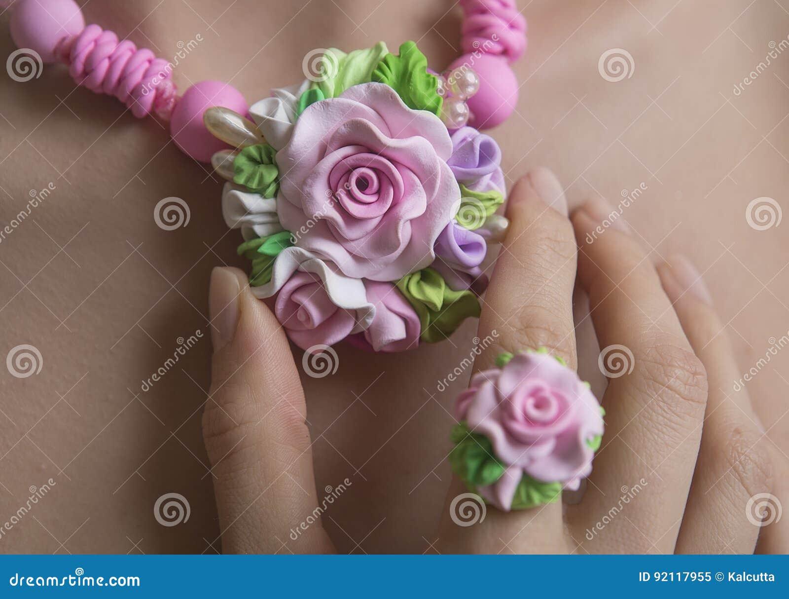 Romantic Style: Floral Rose Necklace Fashion Studio Shot of a J