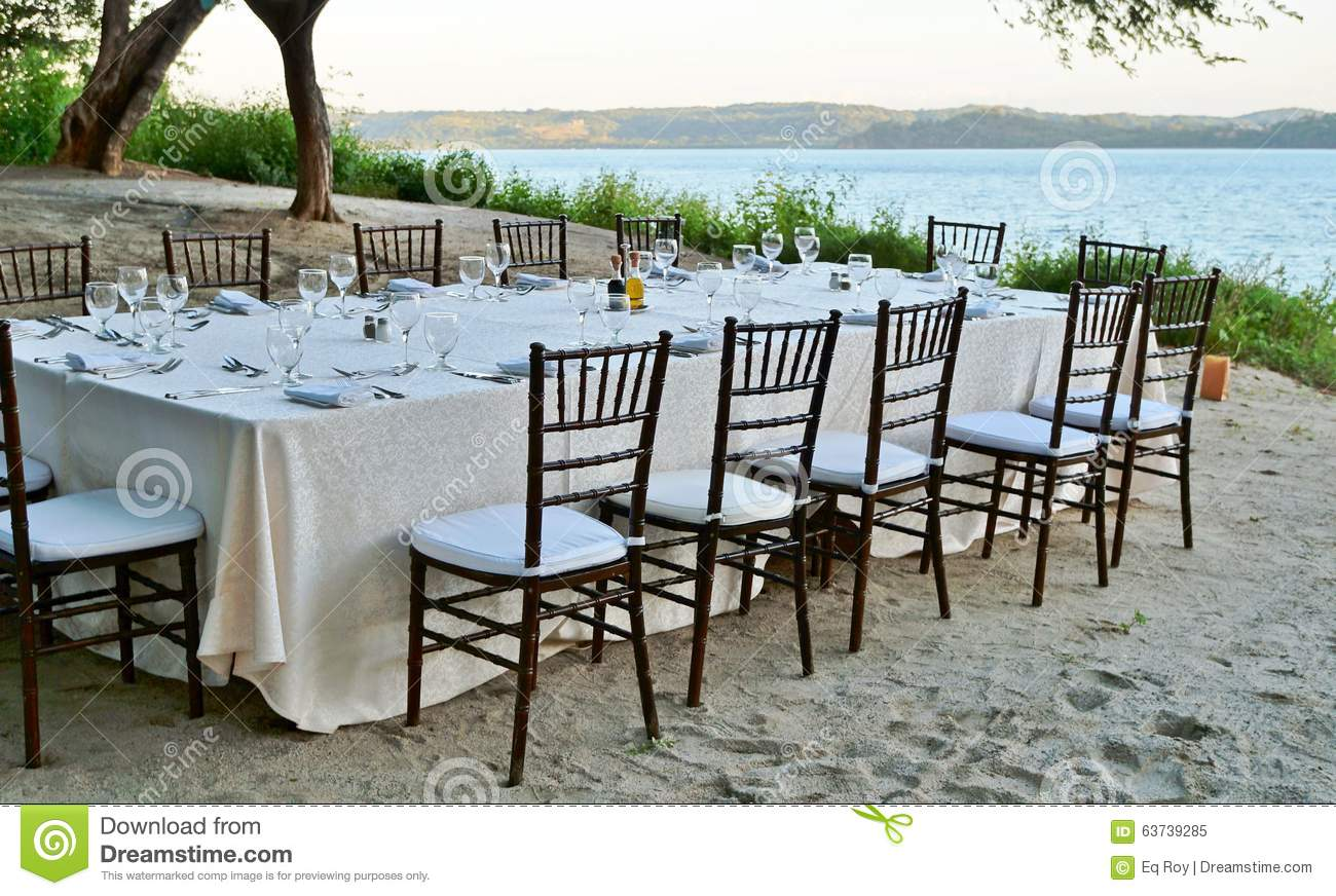 how to set up a romantic dinner on the beach