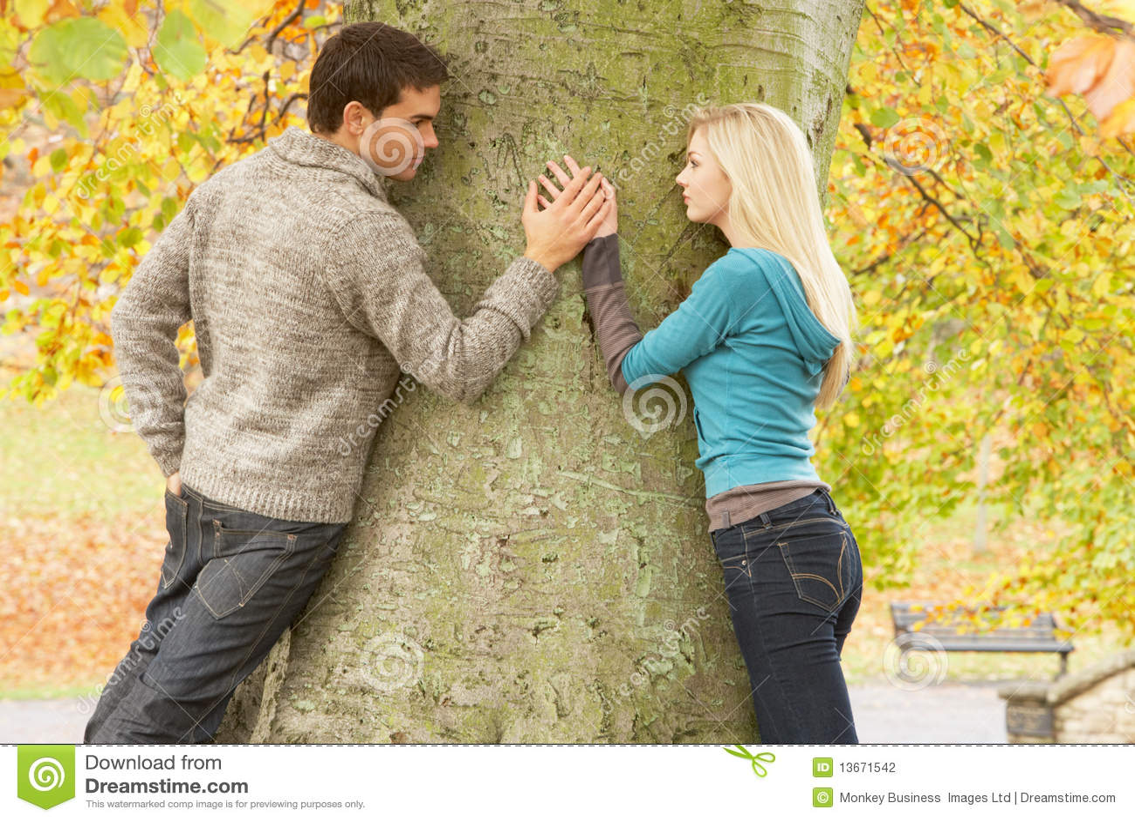 Фото девушка и парень в месте