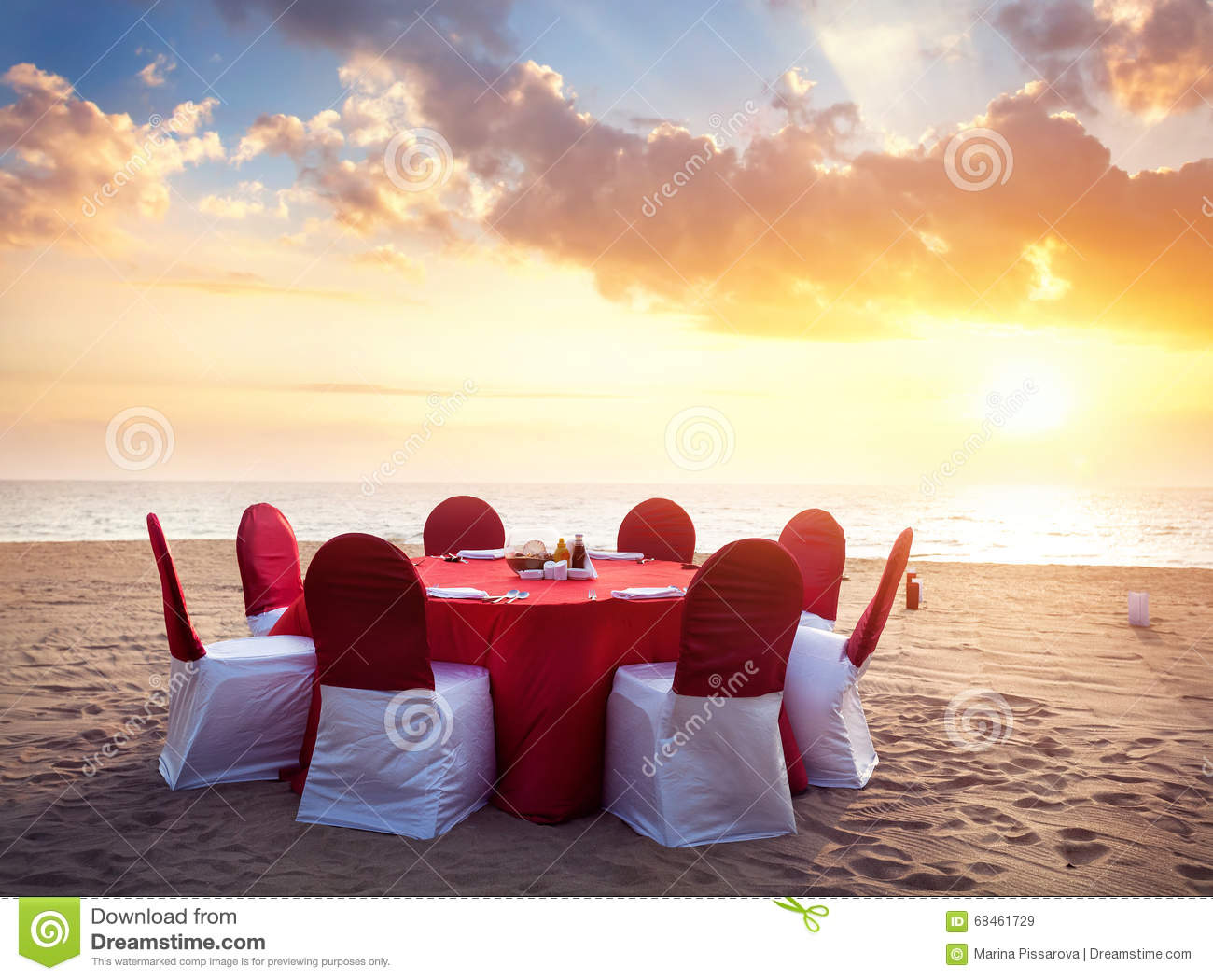 Romantic tropical dinner