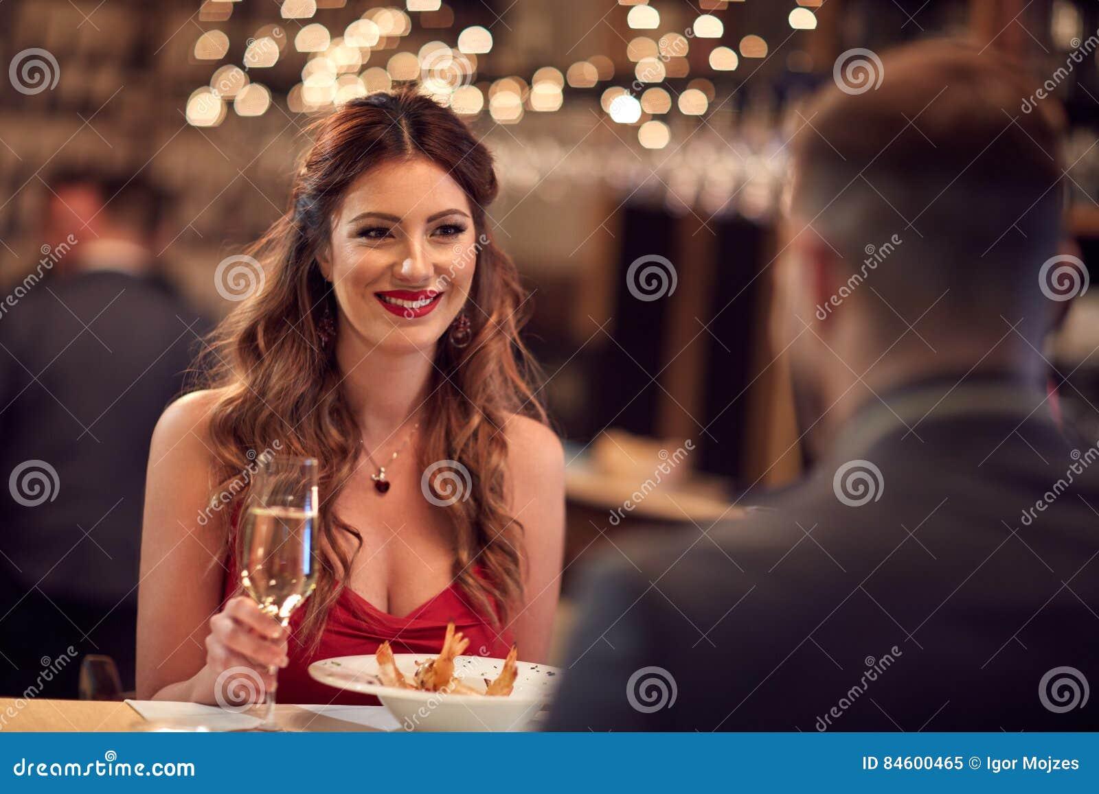 Romantisch diner voor valentijnskaart` s dag