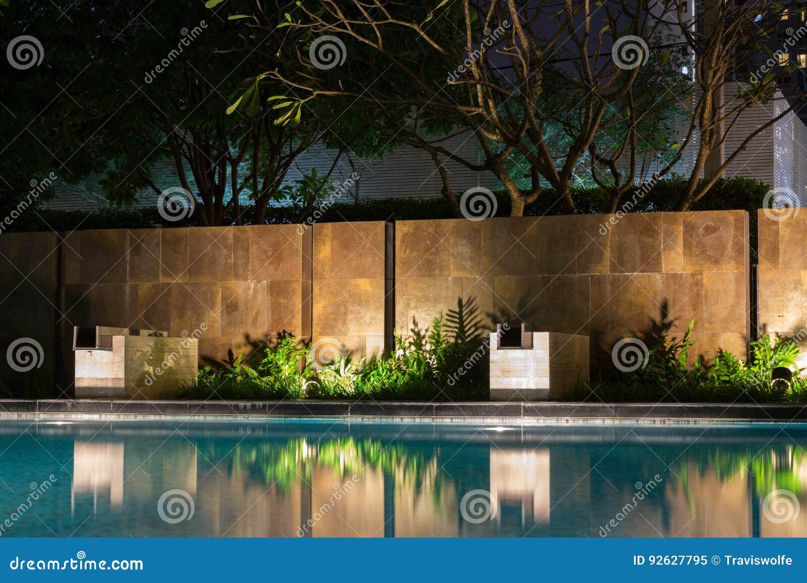 Romantische de verlichtings gietende schaduwen van de avondstemming op romantisch s