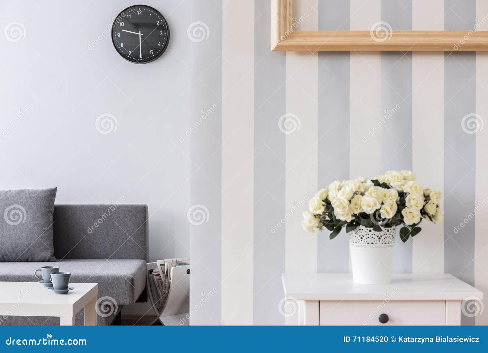romantische en moderne woonkamer in heldere kleuren stock foto, Deco ideeën