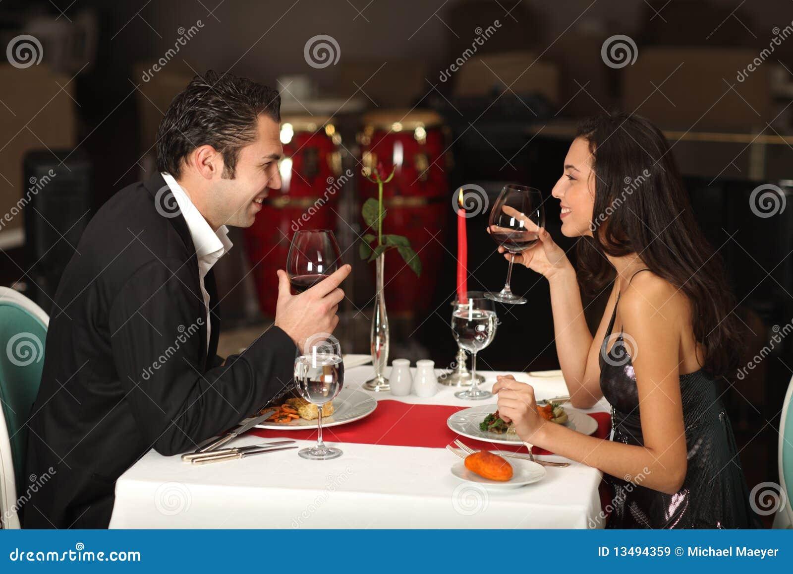 romantische paare die zu abend essen stockbild bild von romantisch leute 13494359. Black Bedroom Furniture Sets. Home Design Ideas