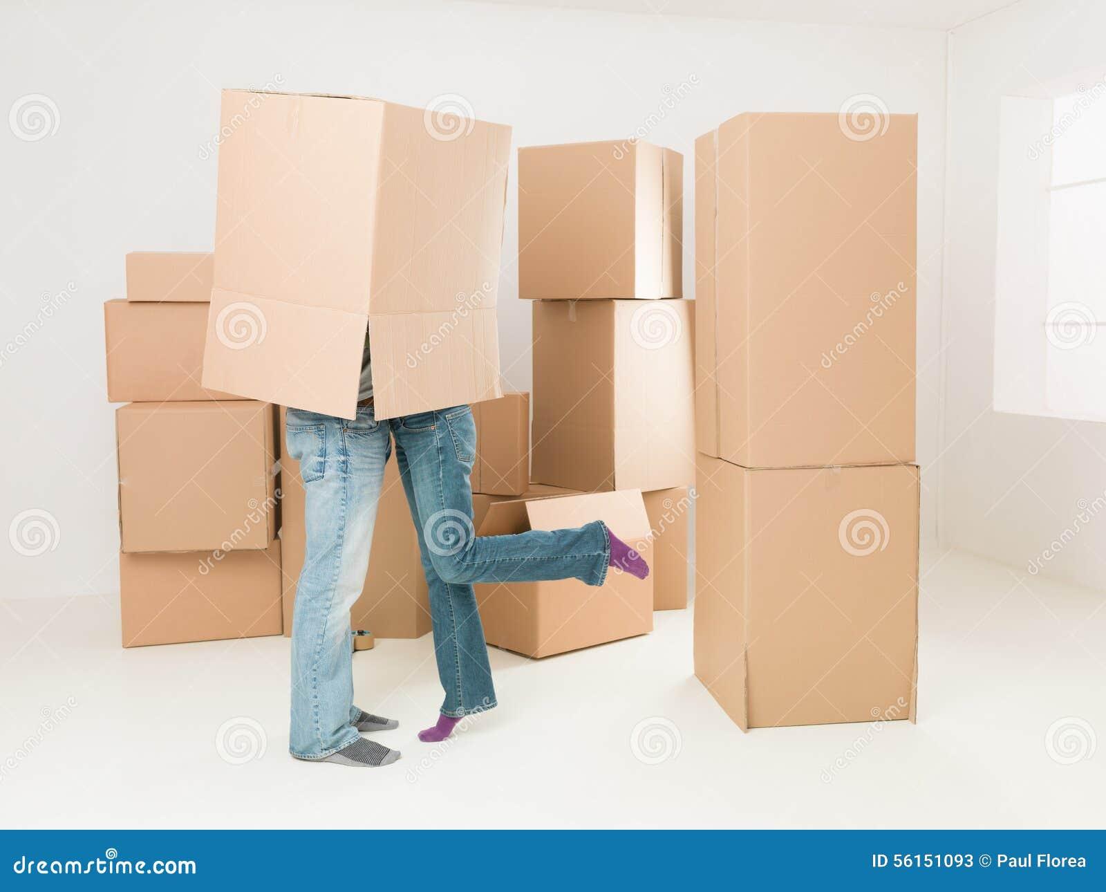 Romantische scène tijdens bewegend huis