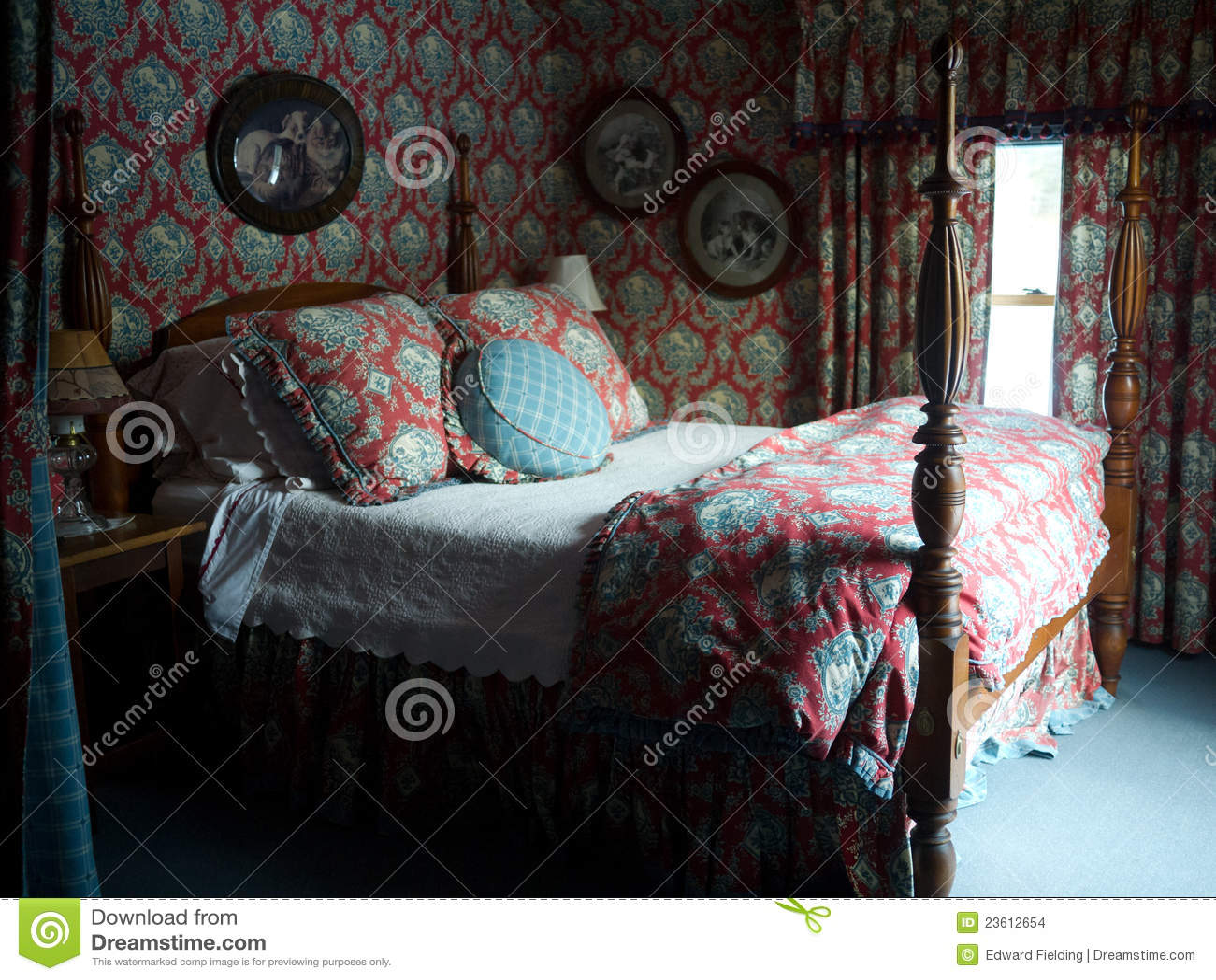 Romantische slaapkamer stock foto. afbeelding bestaande uit