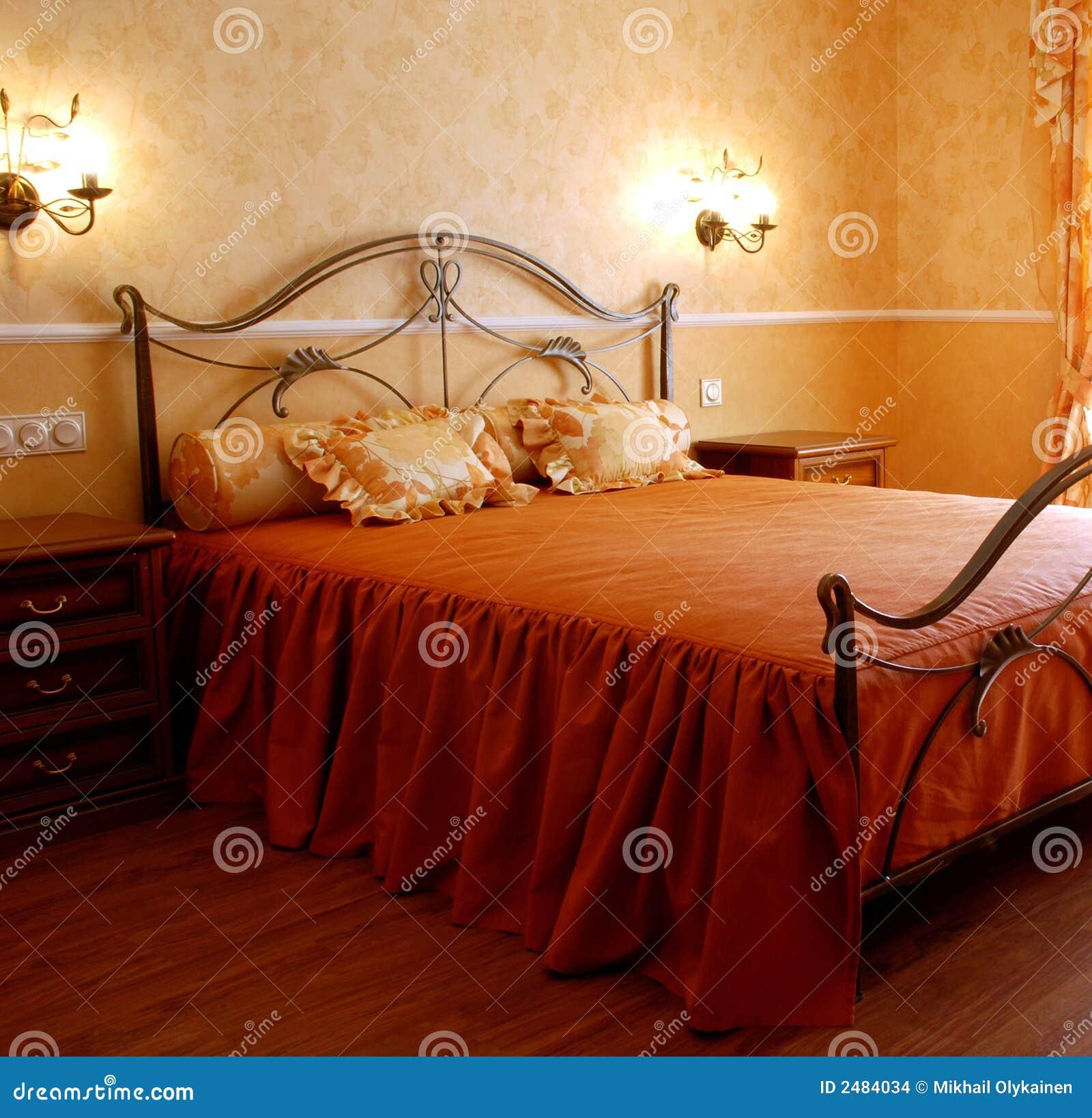 Romantische slaapkamer stock foto. Afbeelding bestaande uit ...