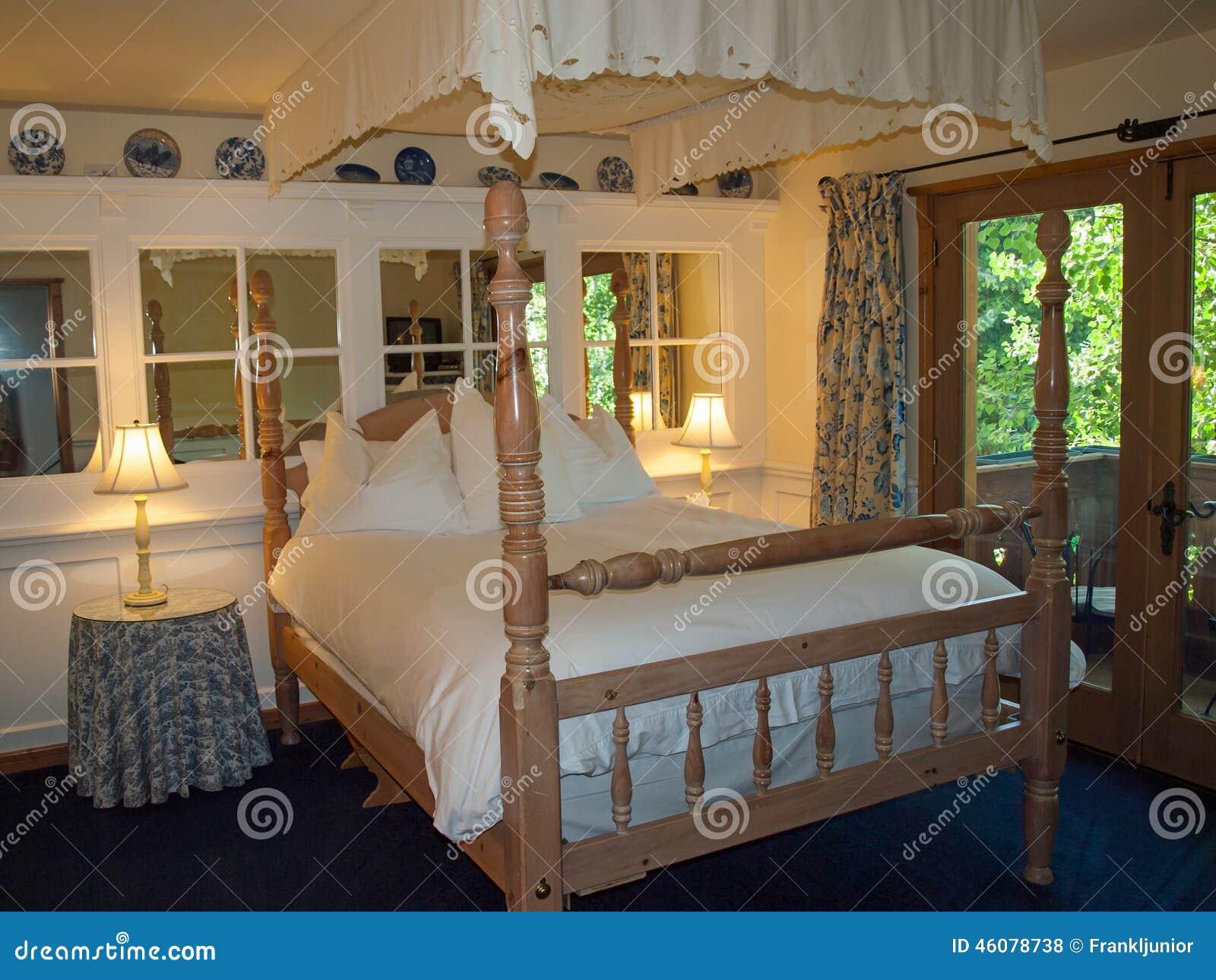 Romantische slaapkamer stock foto   afbeelding: 46078738