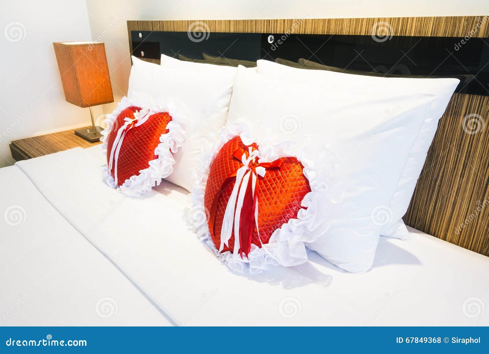 Romantische slaapkamer stock foto   afbeelding: 67849368