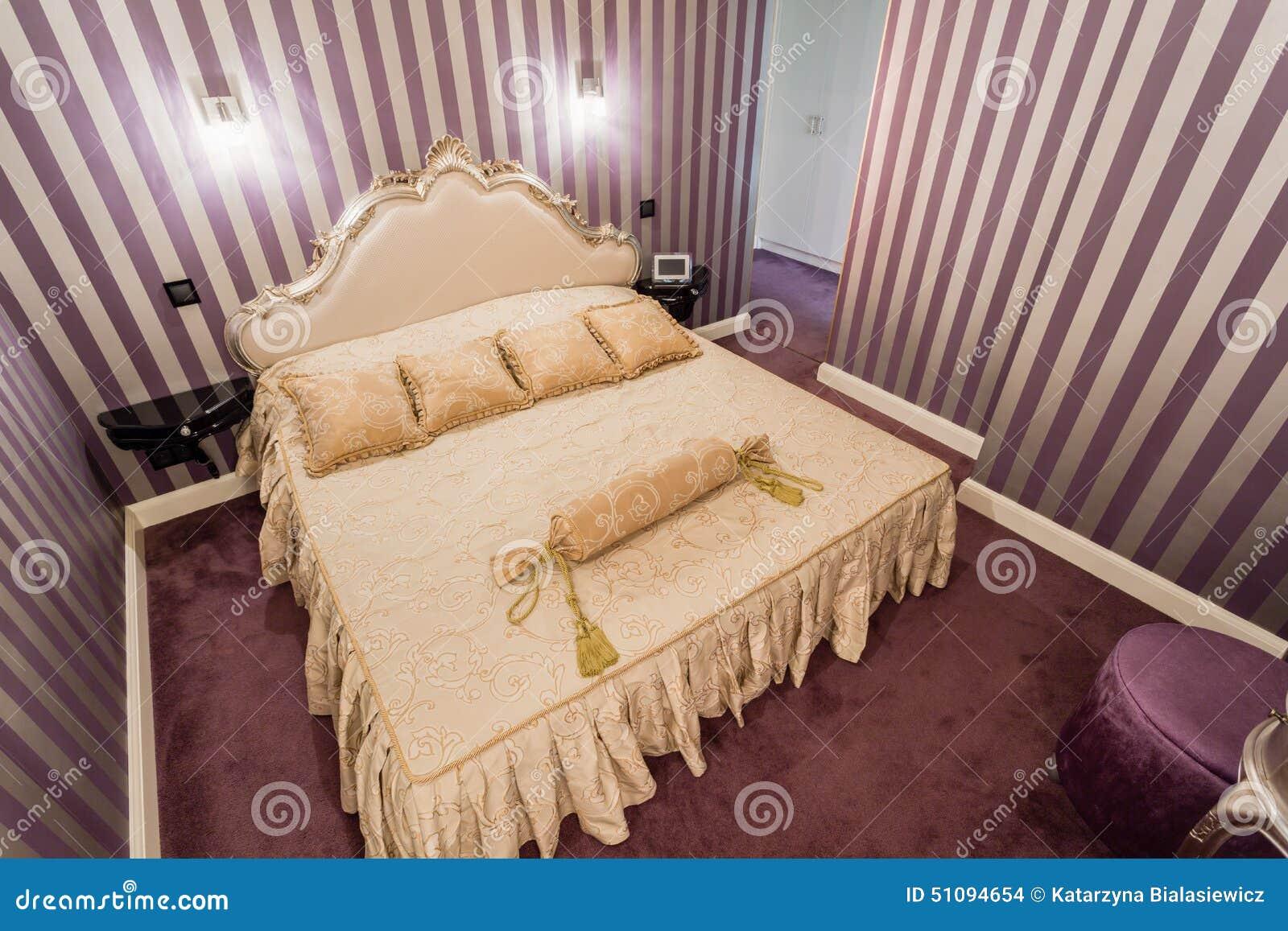 Romantische Slaapkamer In Barokke Stijl Stock Foto - Afbeelding ...
