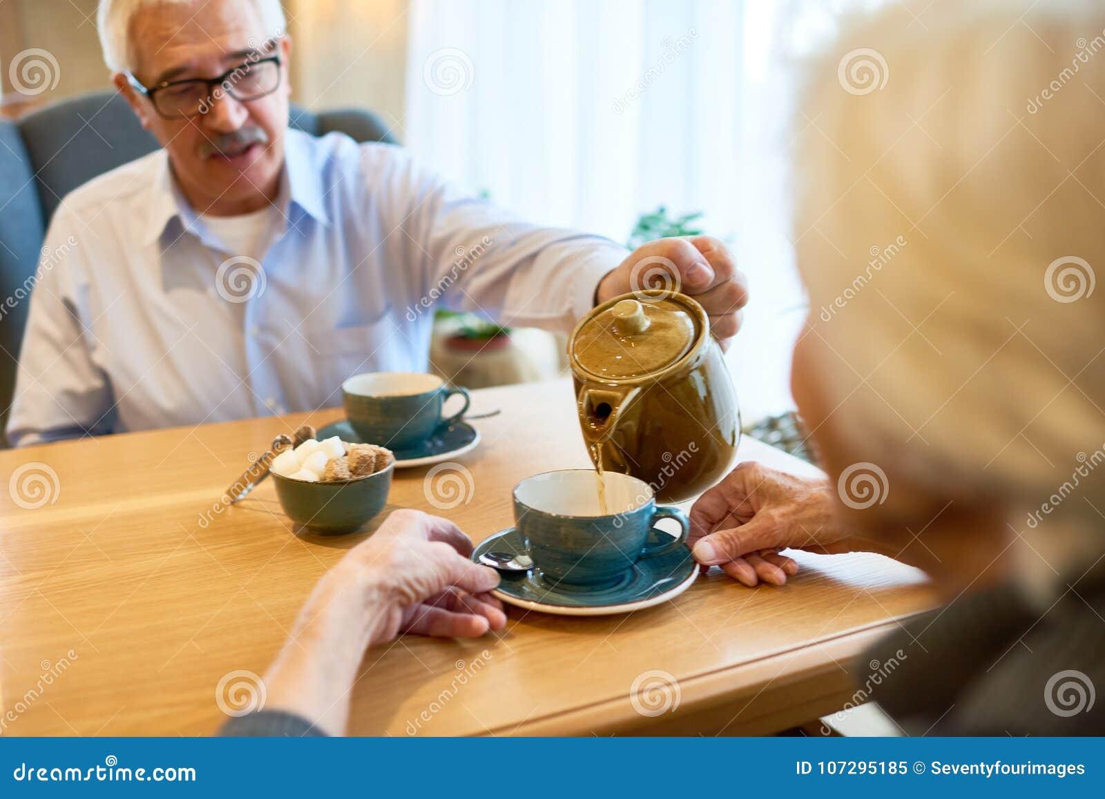 Romantisches Datum von liebevollen Paaren