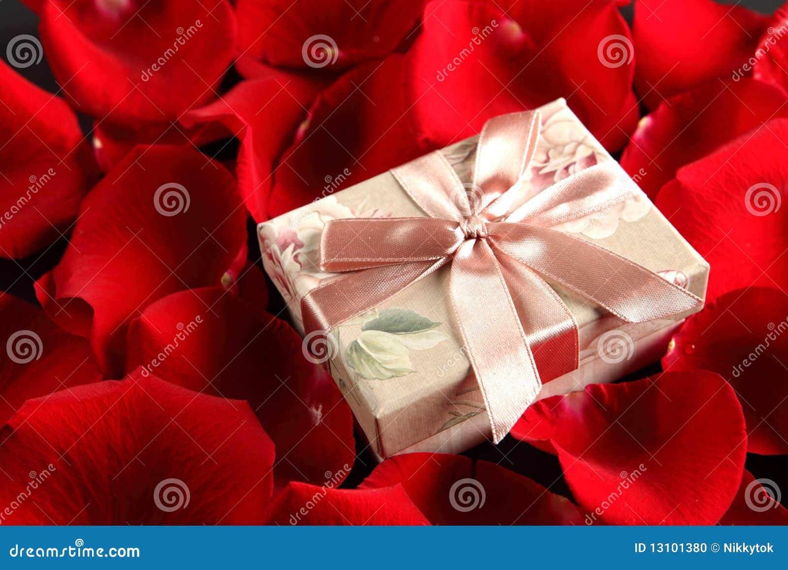 romantisches geschenk stockfoto bild 13101380