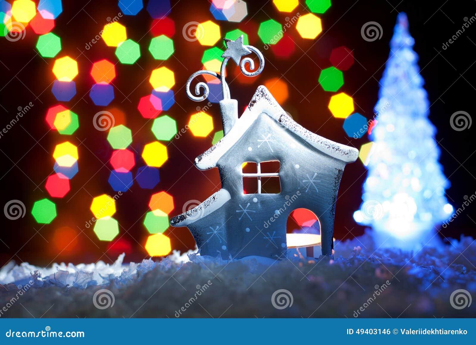Download Romantisches Haus Mit Einer Weihnachtsbeleuchtung Stockfoto - Bild von januar, haupt: 49403146