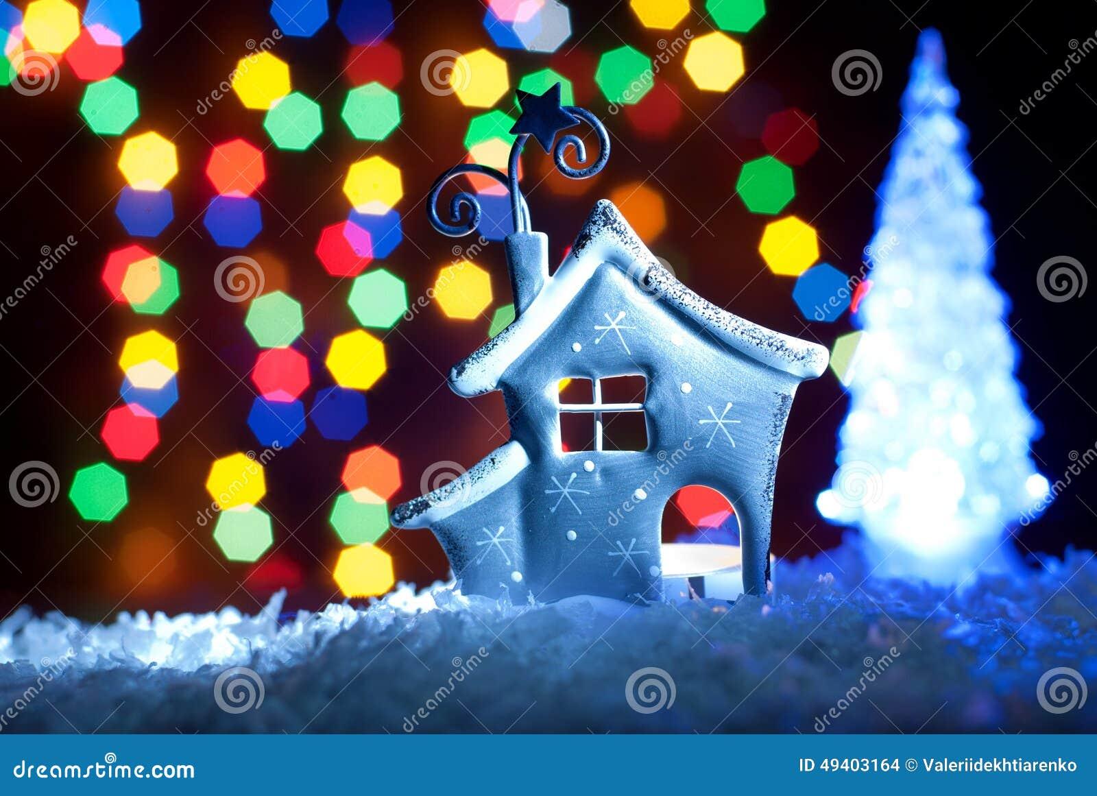 Download Romantisches Haus Mit Einer Weihnachtsbeleuchtung Stockfoto - Bild von nave, hütte: 49403164