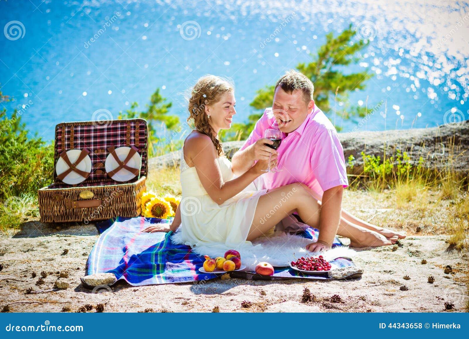 romantisches picknick stockfoto bild 44343658. Black Bedroom Furniture Sets. Home Design Ideas