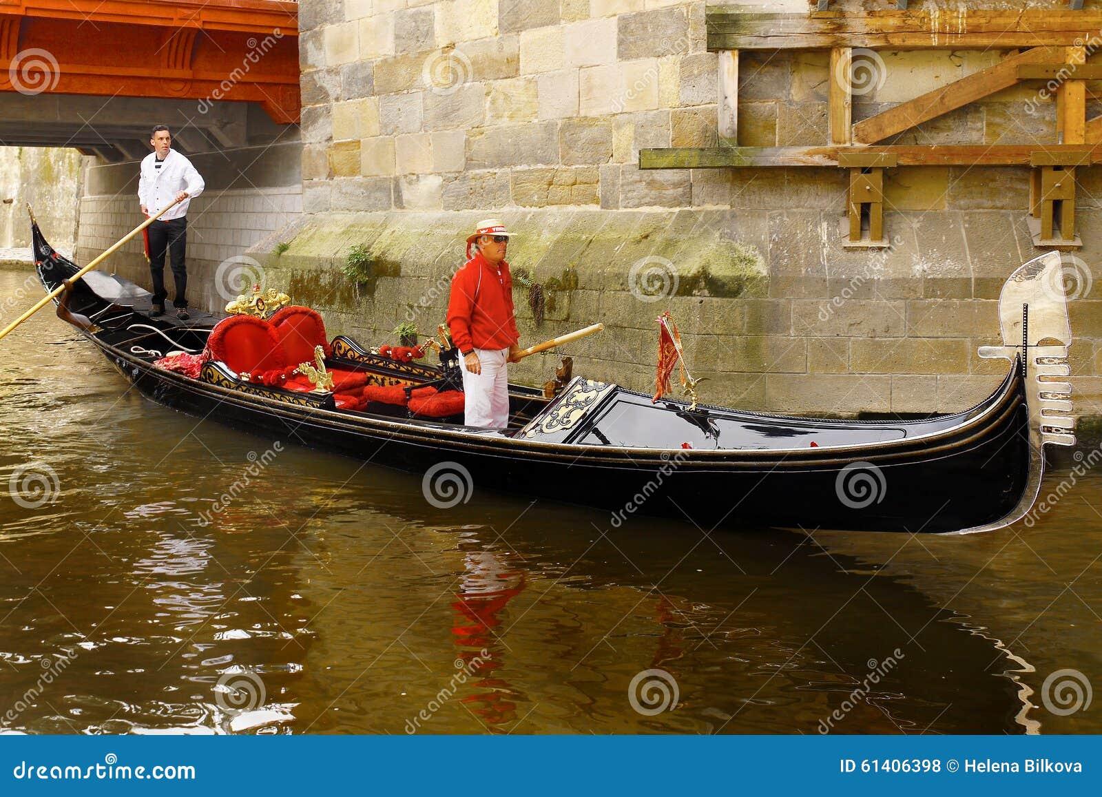 Romantisk kryssning för Venetian gondol